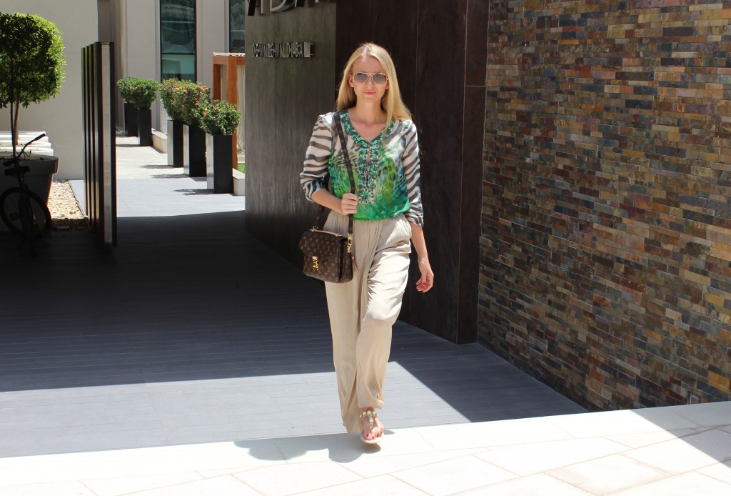 Outfit VIDA Hotel Downtown Dubai Green silk and the city