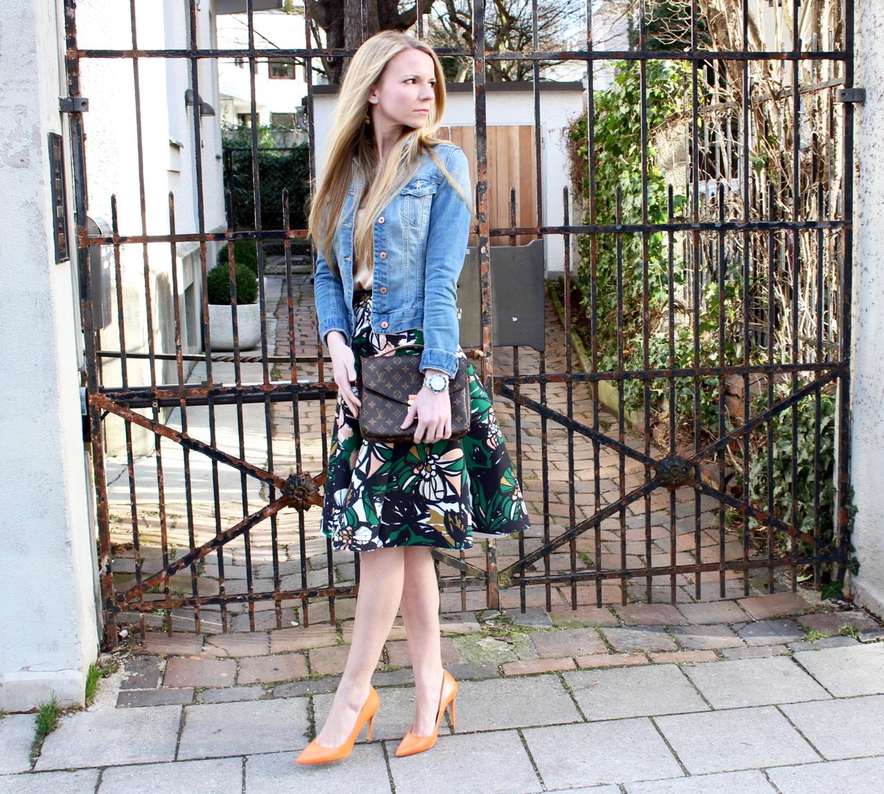 Midirock und Jeansjacke Jennifer Outfit Fashion April Jeans Denim Gucci Zara HundM H&M Hallhuber Rock Mode Lifestyle LouisVuitton LV Vuitton PepperAndGold Pochette Métis Jenni