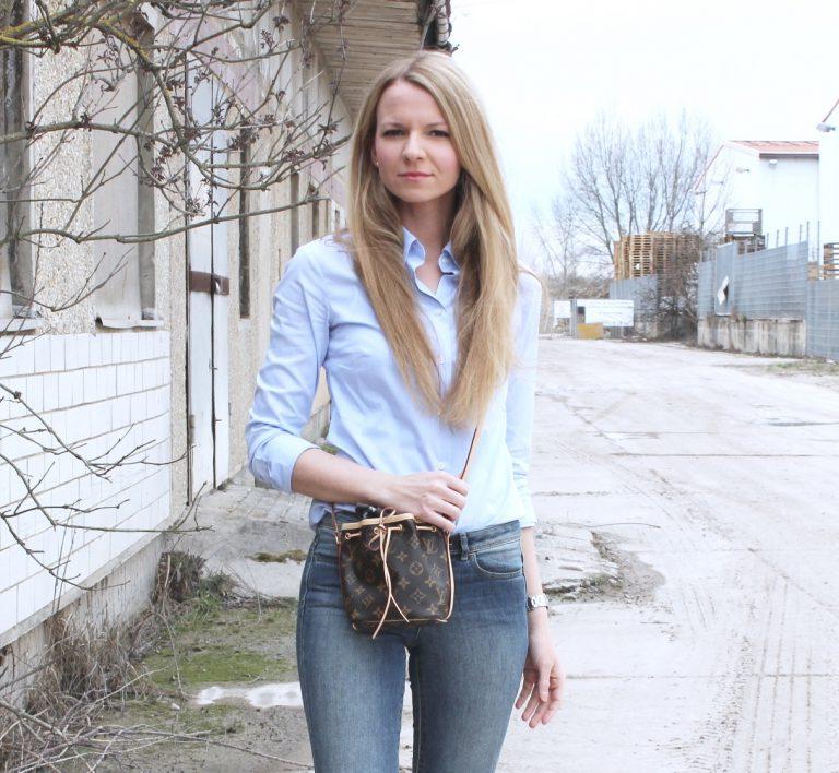 Simple Denim Outfit Fashion Jennifer Lifestyle Jeans Denim Bluse HighHeels Heels Outfit Benetton Zara Mode Lifestyle LouisVuitton LV Vuitton PepperAndGold NanoNoé Monogram Canvas Jenni