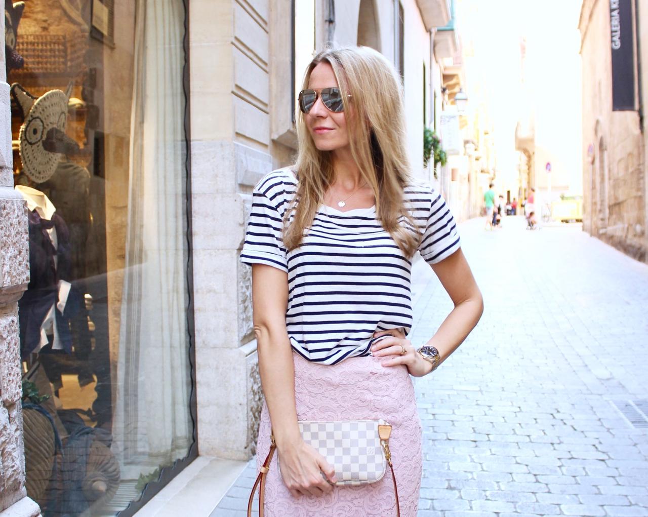 Sightseeing in Palma mit Spitzenrock und Ringelshirt Outfit Fashion Jennifer Lifestyle Zara Mode LouisVuitton LV Vuitton LVOE PepperAndGold Pochette Jenni PorscheDesign Asos Mallorca
