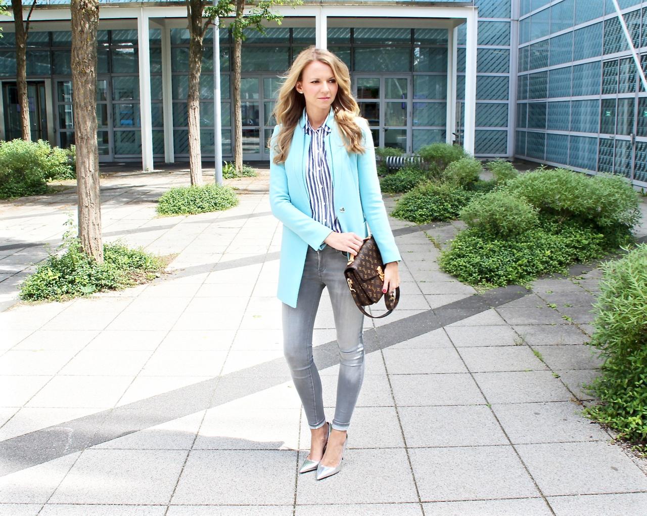 Outfit: Türkiser Mantel und silberne High Heels Zara Mango Fashion Outfit Mode Jennifer LouisVuitton LV LVOE Lifestyle PepperAndGold Style Pochette