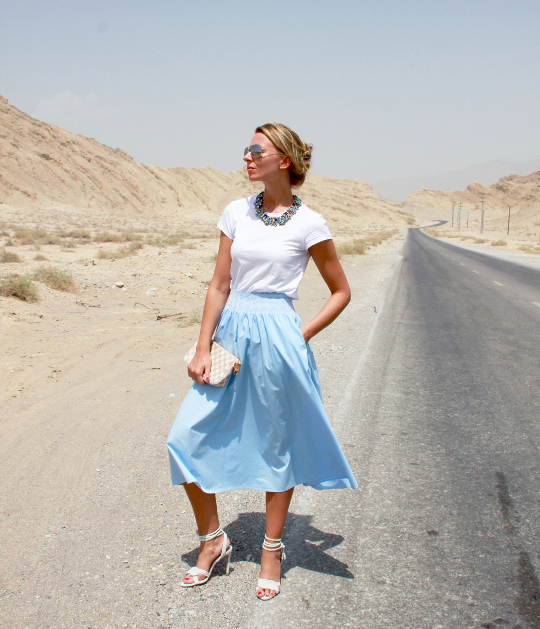 HELLBLAUER MIDI ROCK IN DEN JEBEL JAIS MOUNTAINS Rock Fashion Mode Lifestyle HappinesBoutique Zara Asos LouisVuitton LV Pochette LV Jennifer PepperAndGold Outfit