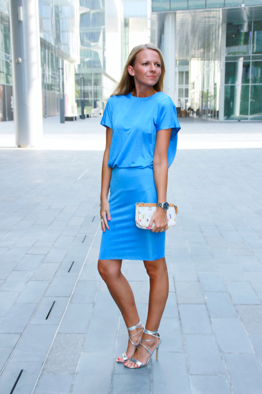 BLUE DRESS AND SILVER HEELS Schuhe Highheels Kleid Fashion Lifestyle Mode Outfit HundM Rebelle Asos TrueDecadence LouisVuitton LV LVOE Pochette Multicolor Shoes