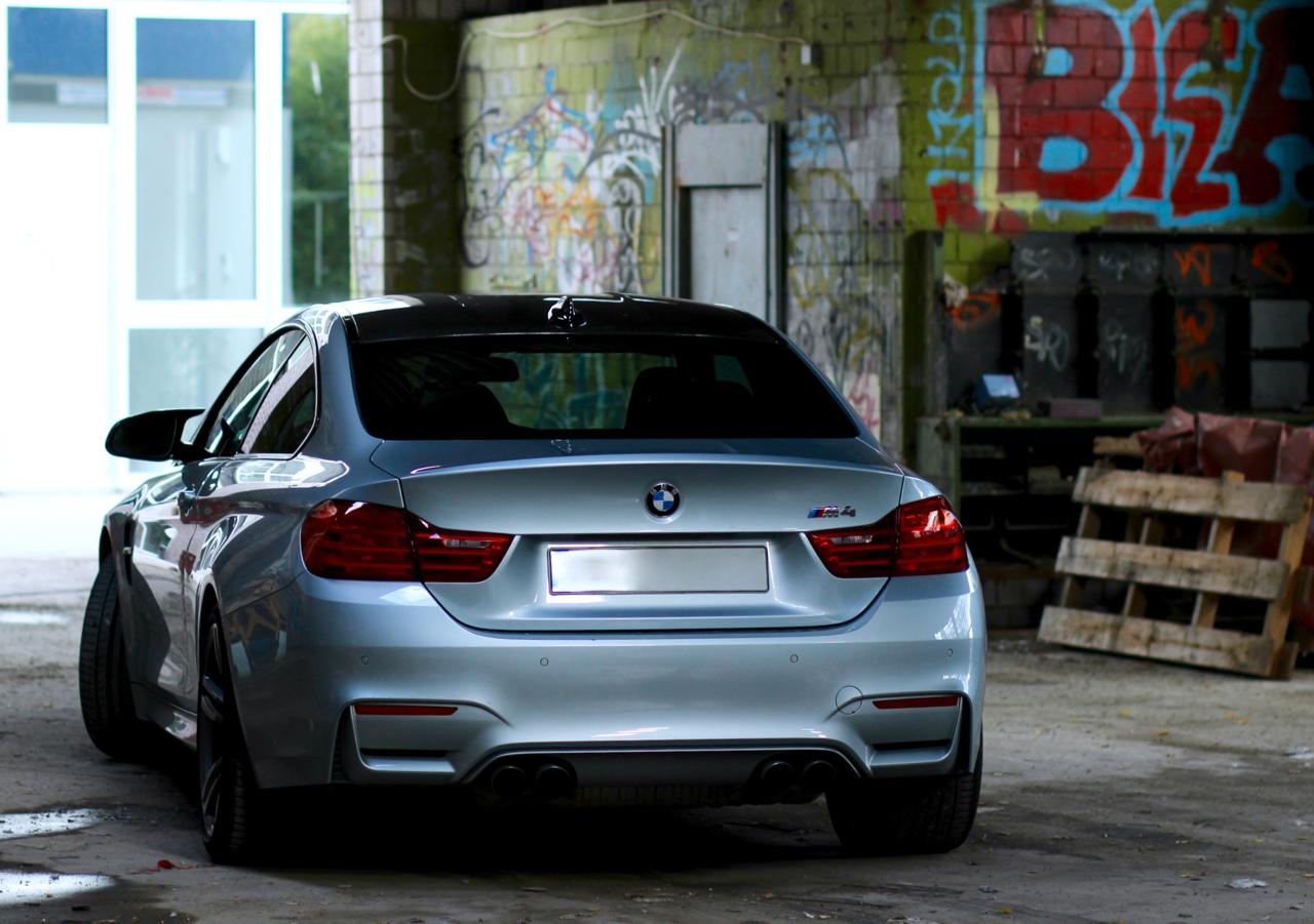 Roadtrip mit dem BMW M4 DTM Roadtrip Köln München Boutique Belgique Rheinauhafen BMW Motorsport Hockenheim Hockenheimring Chronext Luxusuhren