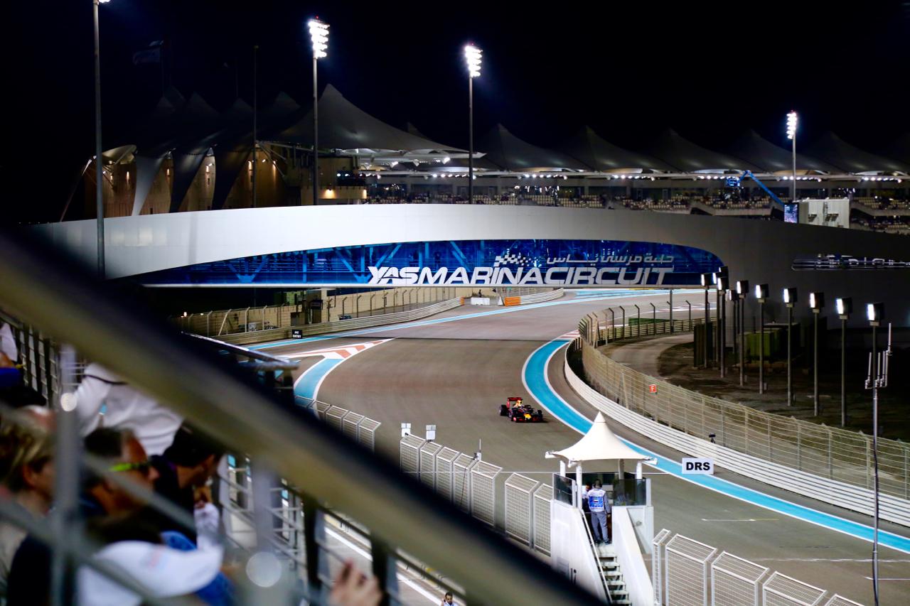 Die Formel1 auf dem YAS Marina Circuit Abu Dhabi Motorsport MiddleEast UnitedArabEmirates PepperAndGold Reisen Travel Urlaub Leisure Etihad GrandPrix FormulaOne YASHotel YASViceroy Lifestyle Rennsport JenniferDirk Automobile F1