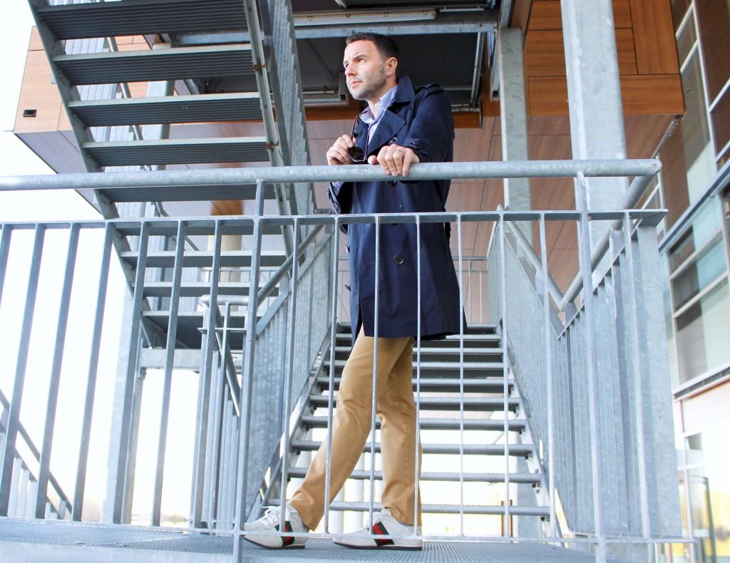 Stilsicherer Klassiker Trenchcoat Fashion Lifestyle Pepper And Gold