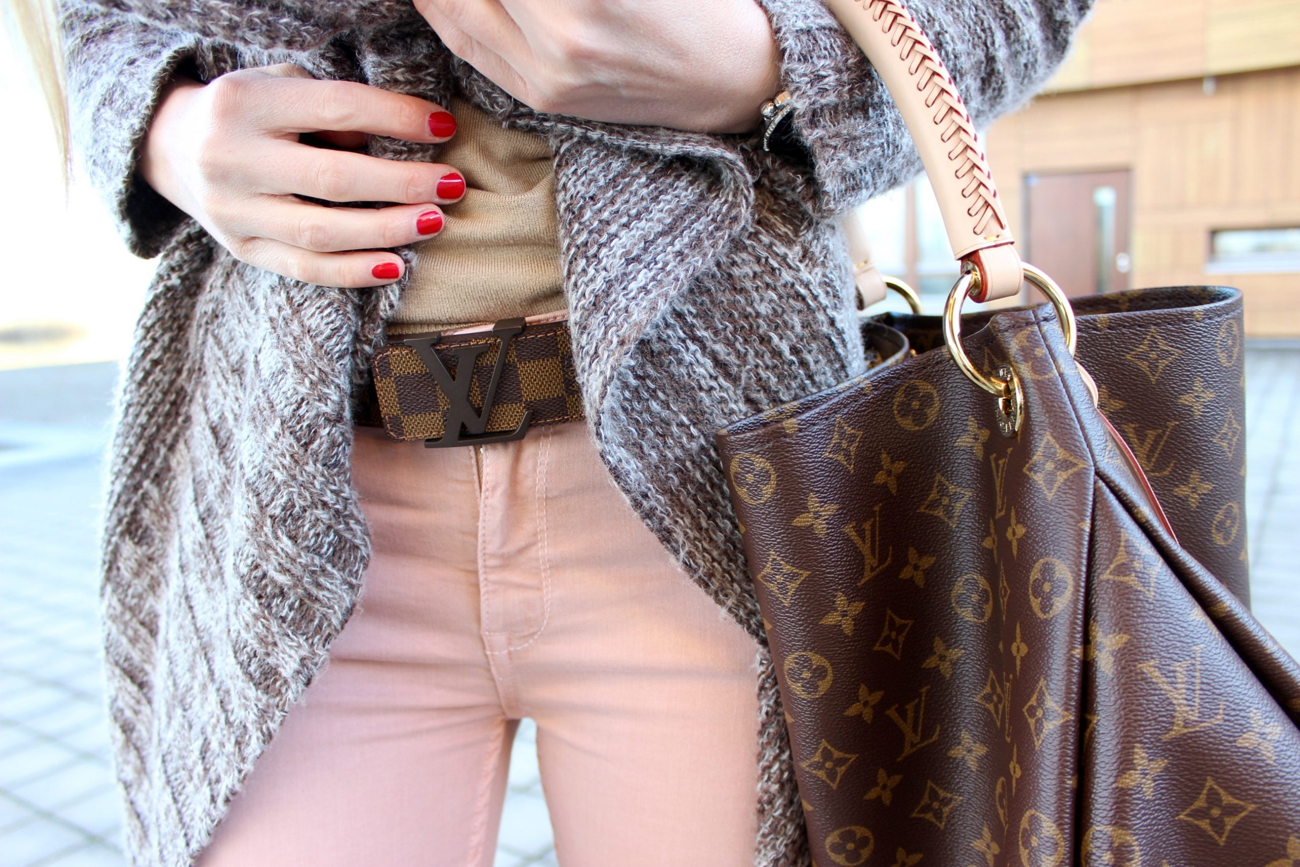 Fashion Cardigan Jennifer Mode Zara LouisVuitton LV Artsy MarcAurel HugoBoss Converse Damier Boss