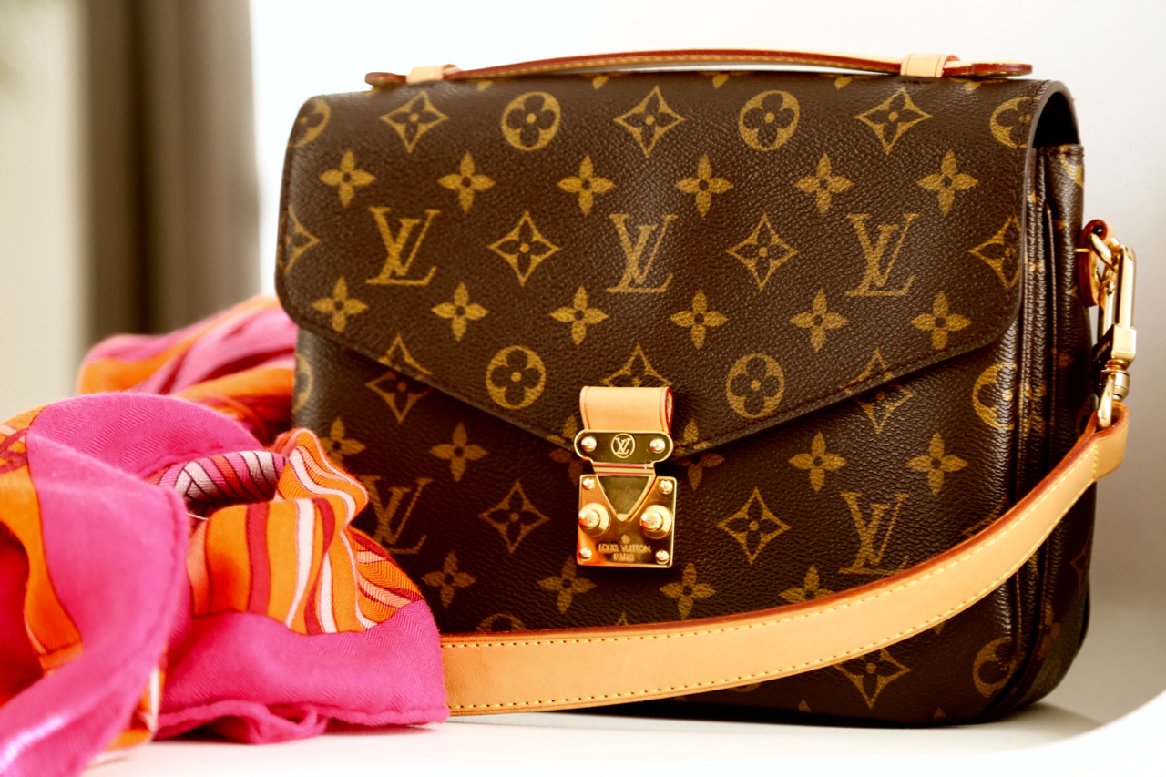 louis vuitton pochette m tis review pepper and gold. Black Bedroom Furniture Sets. Home Design Ideas