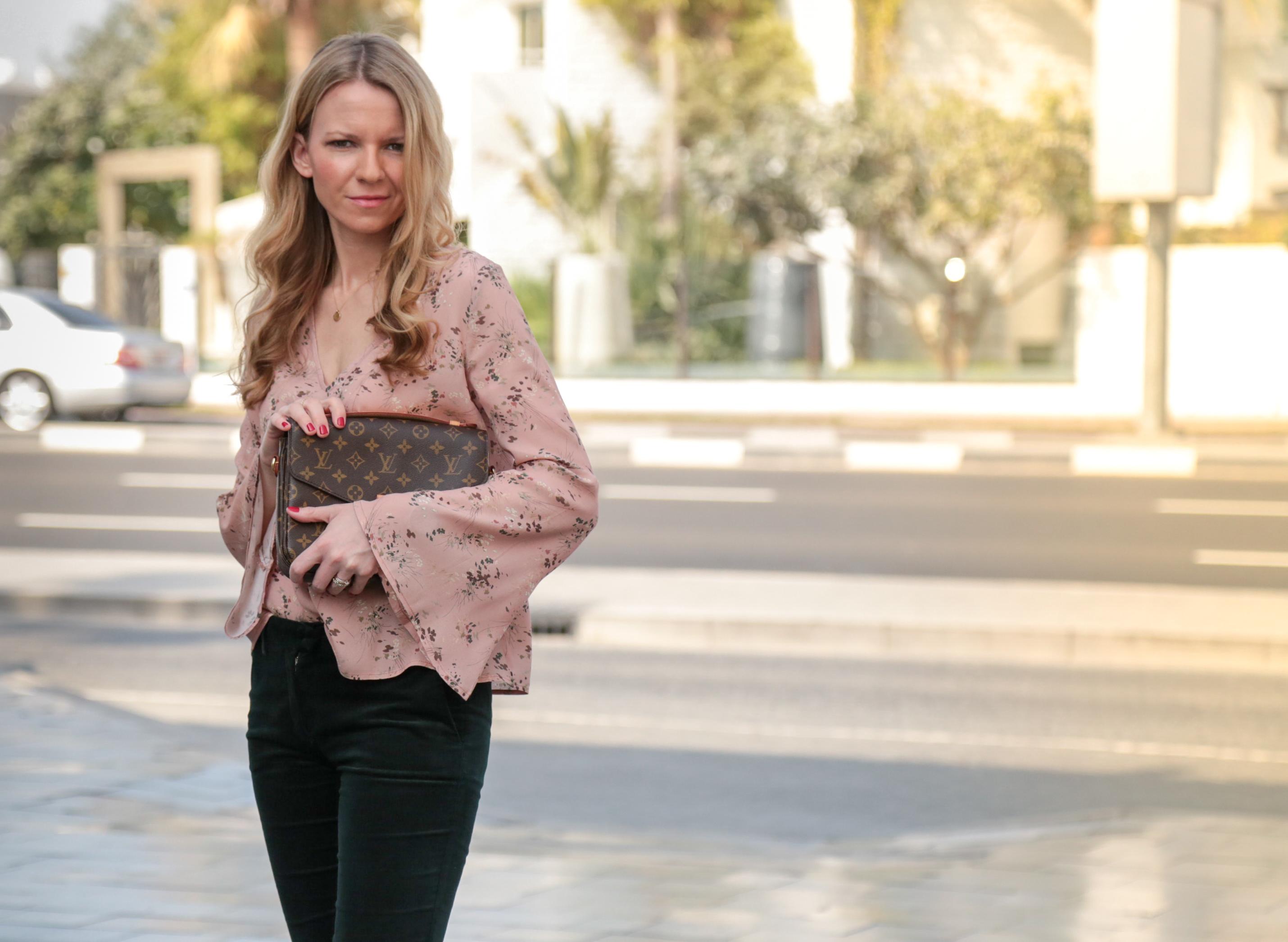 Golden Hour Outfit im Boxpark Dubai Fashion Lifestyle Jennifer PepperAndGold Dubai DubaiOutfit Jumeirah Louis Vuitton LV LVOE Metis Highheels Mango Asos Pochette