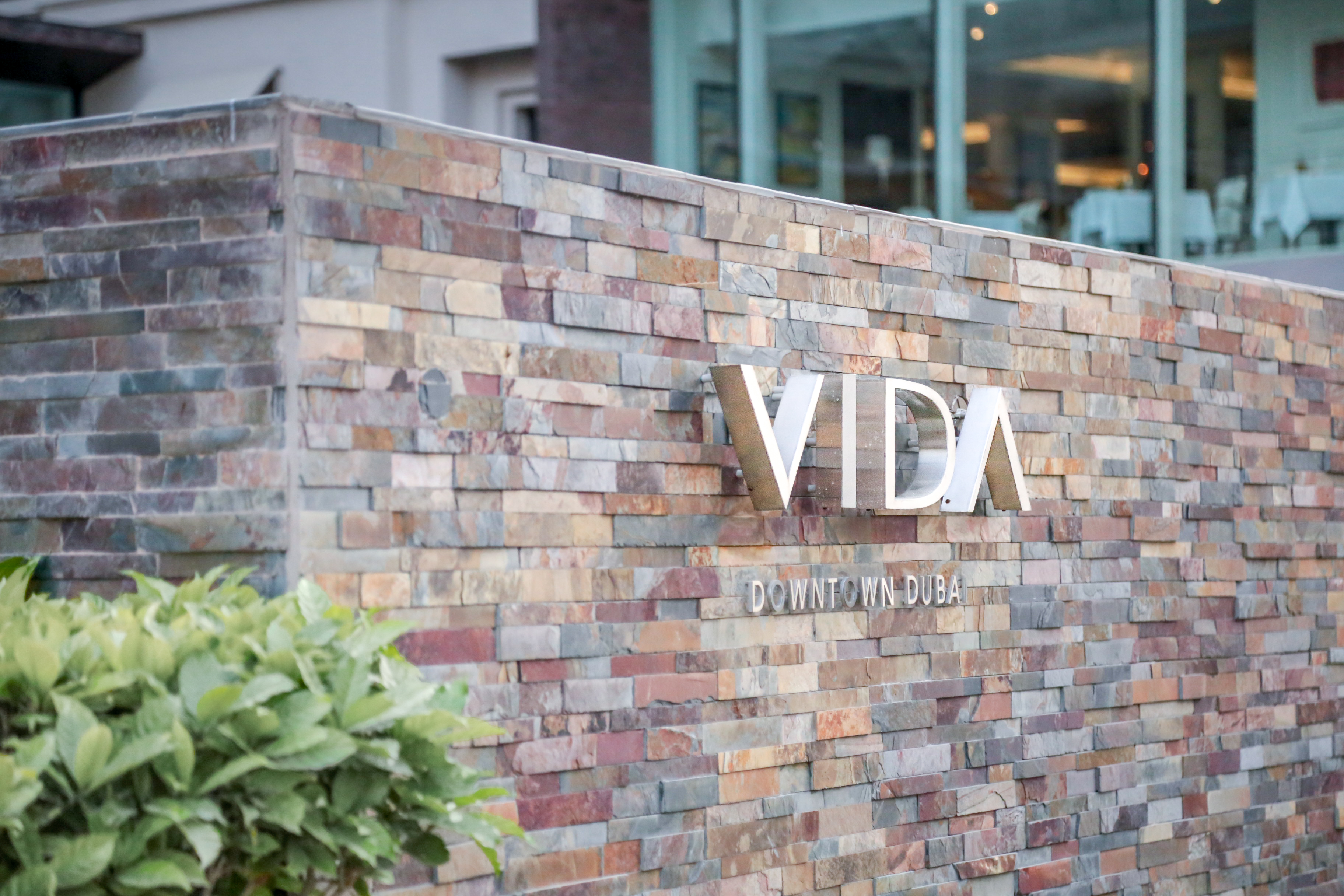 Best Brunch in Town im Vida Downtown Dubai Essen Trinken Food Beverage Champagner Wein Barbeque Hotel Friday Freitag Stadthotel BoutiqueHotel Emaar Manzil
