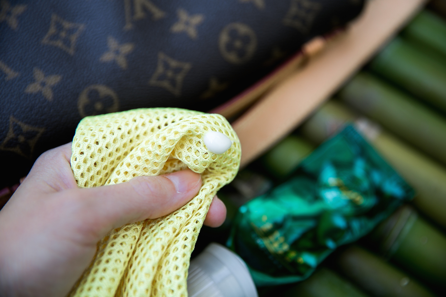 Wie Entferne Ich Wasserflecken Von Meiner Louis Vuitton