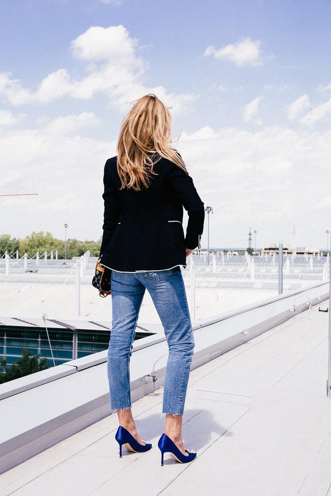 blazer kombinieren 2 mom jeans und manolo blahnik pumps. Black Bedroom Furniture Sets. Home Design Ideas