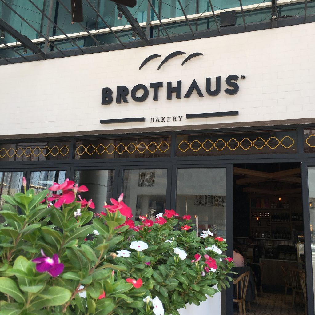 German food im Brothaus im Steigenberger Business Bay BusinessBay Dubai Brot Food Bakery Bäckerei Kuchen Restaurant Bistro Schnitzel Roulade Torte Backwaren Deutsches Brot Lunch Dinner Breakfast Essen Burger Brotburger