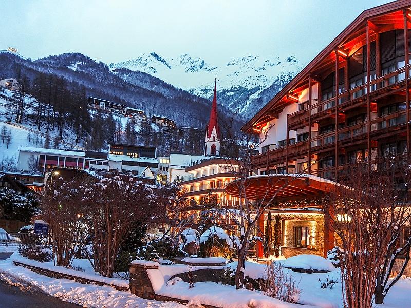Bergblick Tirol DAS CENTRAL Hotel Sölden ALPINE . LUXURY . LIFE BMW Driving Experience