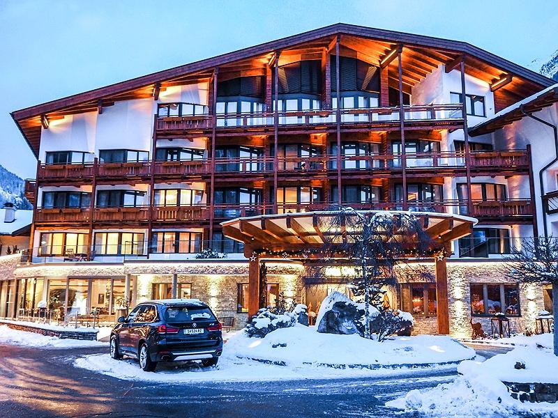 DAS CENTRAL Hotel Sölden ALPINE . LUXURY . LIFE BMW Driving Experience