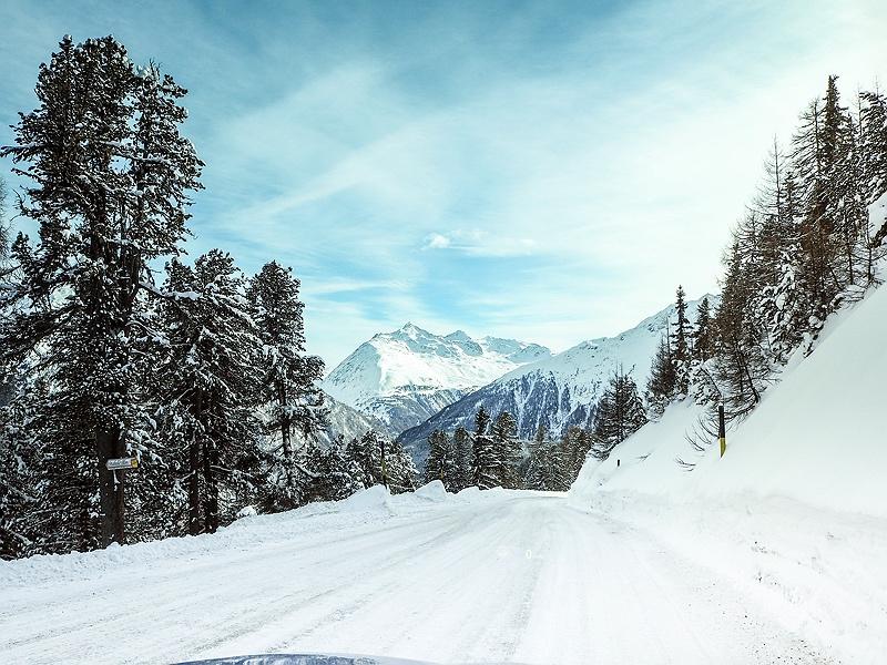Winterlandschaft Passstraße Tirol Österreich BMW Driving Experience Ice and Snow