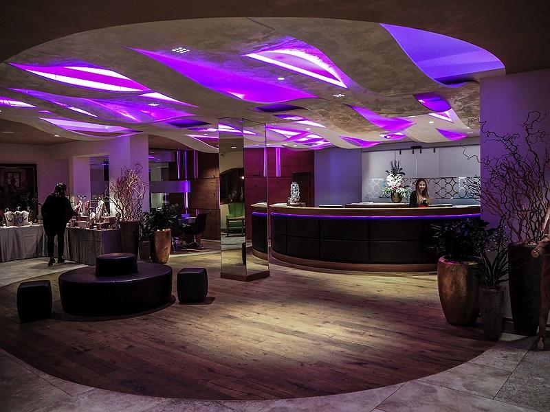 Lobby DAS CENTRAL Hotel Sölden ALPINE . LUXURY . LIFE BMW Driving Experience