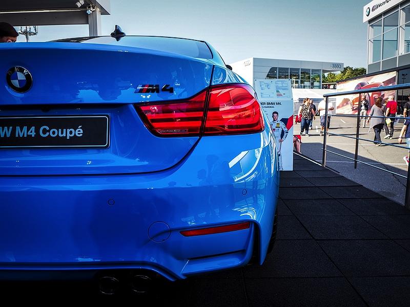 BMW M4 Mexicoblue Heckansicht