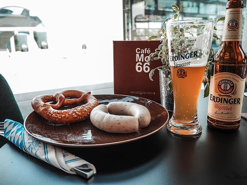 Weissbier und Weisswürste bei der BMW Group Café MO66