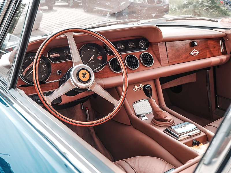 Wheels&Weisswürscht bei BMW Group Classic Ferrari Cockpit