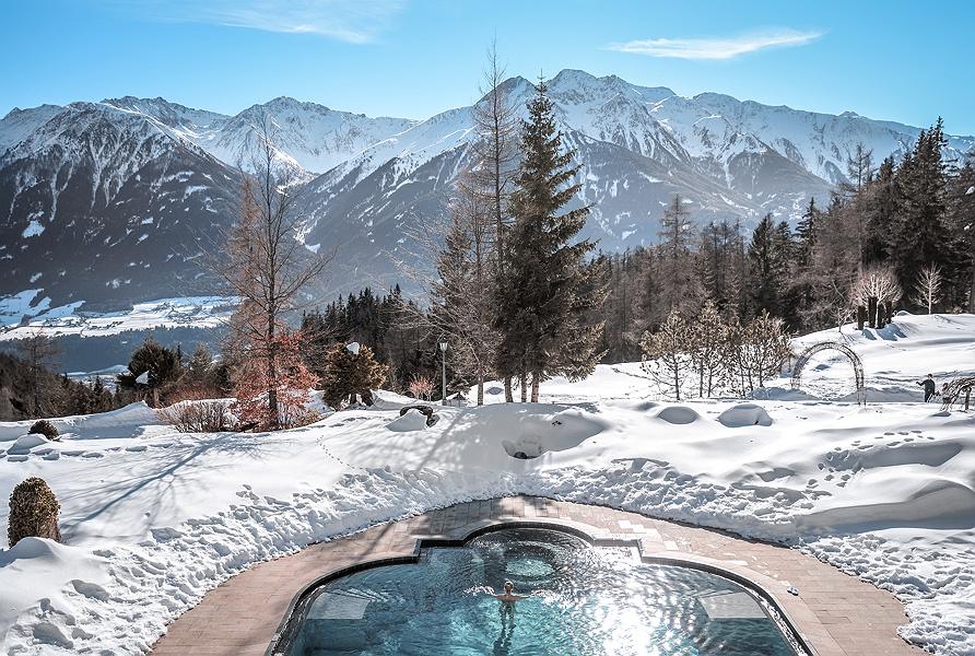 Interalpen-Hotel-Tyrol-Außenpool_