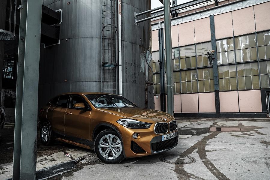 BMW X2 Testbericht Galvanic Gold